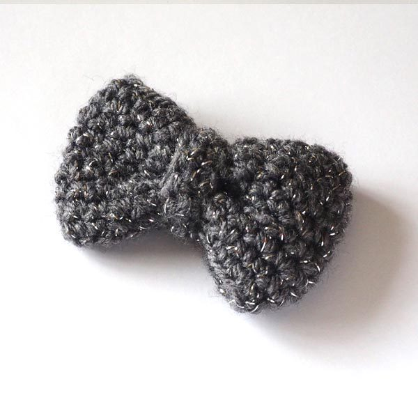 Grey sparkle bow brooch front