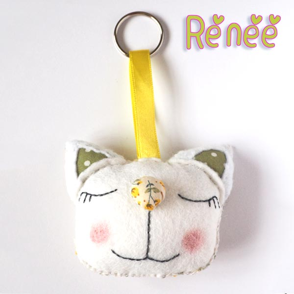 Cat keyring Renee front
